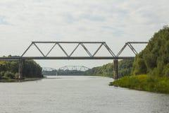 Spoorwegbrug over de rivier Ros in Chernihiv ukraine Stock Foto