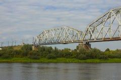 Spoorwegbrug over de rivier Ros in Chernihiv ukraine stock foto's