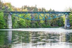 Spoorwegbrug in Rutki- Pomeranian, Polen stock fotografie
