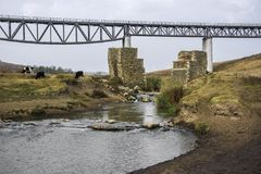 Spoorwegbrug tussen Medgidia en Tulcea, Dobrogea, Roemenië royalty-vrije stock foto