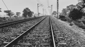 Spoorwegen: De verbinding tussen steden royalty-vrije stock afbeelding