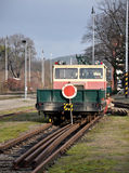 Spoorwegkarretje bij station Stock Afbeelding