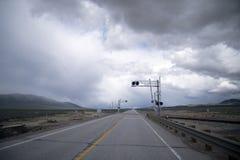 Spoorwegovergang in midden van nergens in Nevada Royalty-vrije Stock Foto's