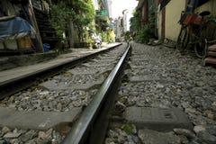 Spoorwegpassen in de stad royalty-vrije stock foto's