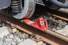 SpoorwegRemschoen of voor levensonderhoud op de sporen van de spoorwegauto Stock Fotografie