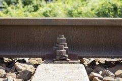 Spoorwegspoor met het vastmaken Royalty-vrije Stock Foto's