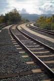 Spoorwegsporen die in de heuvels dichtbij San Marcos California leiden royalty-vrije stock afbeeldingen