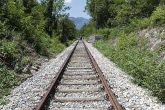 Spoorwegsporen in een oud dorp royalty-vrije stock afbeeldingen