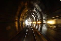 Spoorwegtunnel in motie wordt geschoten die royalty-vrije stock fotografie
