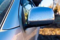 Sporcizia sullo specchio dall'automobile fotografia stock libera da diritti