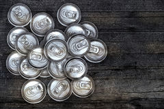 Sporco ricicli le latte di alluminio della bevanda Fotografia Stock
