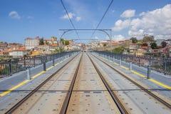 Sporen bovenop Ponte Luis I in Porto Stock Afbeeldingen