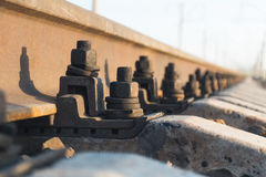 Sporen die zich in de afstand, spoorweg uitrekken Royalty-vrije Stock Afbeeldingen
