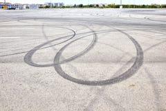 Sporen op een asfalt Royalty-vrije Stock Afbeelding