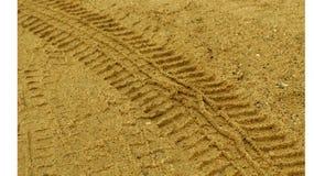 Sporen op geel zand Stock Foto's