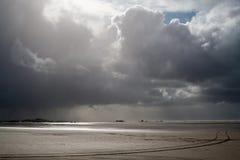 Sporen op het strand Stock Fotografie