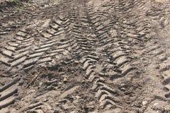 Sporen van banden op grond Stock Afbeeldingen