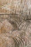 Sporen van een kettingzaag in hout Stock Foto's