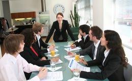 Sporgenza della donna - direzione esecutiva femminile Immagine Stock