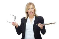 Sporgenza femminile arrabbiata Immagine Stock