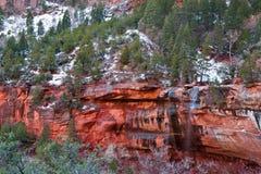 Sporgenza rossa della roccia immagine stock