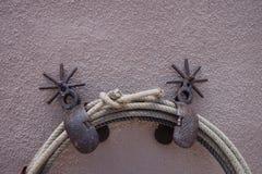 Sporrar och ett rep Arkivfoton