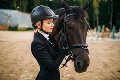 Sport équestre, jockey féminin et visage de cheval image stock
