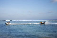 Sport acquatici sull'isola di vacanze delle Maldive Fotografie Stock
