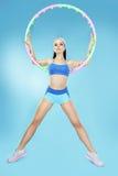 sport Aktive formschöne Sportlerin mit Band stockbilder