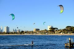Sport aquatique à St Kilda Beach, Melbourne, Australie photographie stock libre de droits