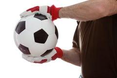 Sport bemannt nimmt einen Fußball lizenzfreies stockbild