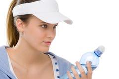 Sport - bottiglia di acqua dell'attrezzatura di forma fisica della giovane donna Fotografia Stock Libera da Diritti