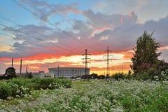 Sport complessi e la linea elettrica ad alta tensione di St Petersburg OV Fotografie Stock Libere da Diritti