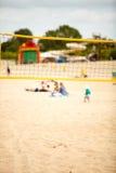 Sport d'été de volleyball Filet sur une plage sablonneuse Image libre de droits