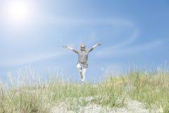Sport d'aînés sur la plage Photo stock