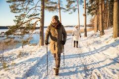 Sport d'hiver en Finlande - marche nordique Photos libres de droits