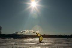 Sport d'hiver : ski et cerf-volant Photographie stock libre de droits