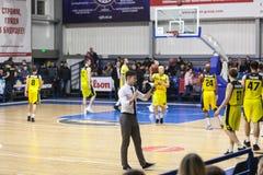Sport de basket-ball en Ukraine, les moments actifs d'un jeu Images stock
