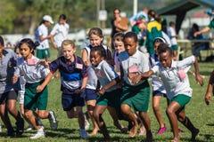 Sport de course transnationale de filles d'enfants photos stock