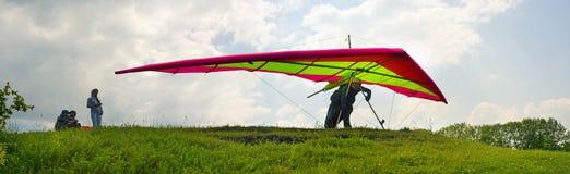 Sport de parapentisme dans le ciel Image stock