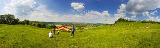 Sport de parapentisme dans le ciel Photo libre de droits