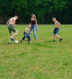 Sport della famiglia dell'aria aperta Fotografie Stock