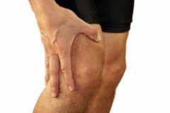 Sport, der Knieverletzung im männlichen Seitentrieb laufen lässt lizenzfreie stockbilder