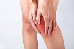 Sport, der Knieverletzung im männlichen Seitentrieb laufen lässt Stockfoto