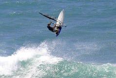 Sport di azione che Windsurfing fotografia stock