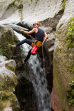 Sport di estremo di canyoning Fotografie Stock