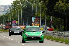 SPORT di RENAULT CLIO dell'AUTOMOBILE E AUDI R8 Fotografia Stock