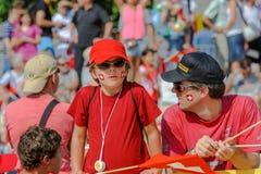 Sport di sorveglianza del figlio e del padre ai campionati di orienteering del mondo a Losanna, Svizzera fotografie stock libere da diritti