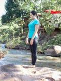 Sport di yoga delle donne in parco fotografia stock libera da diritti