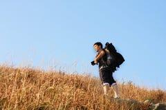 Sport die in bergen wandelt, Stock Afbeeldingen